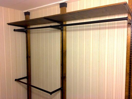 ディアウォールを使った壁面収納と転倒防止策